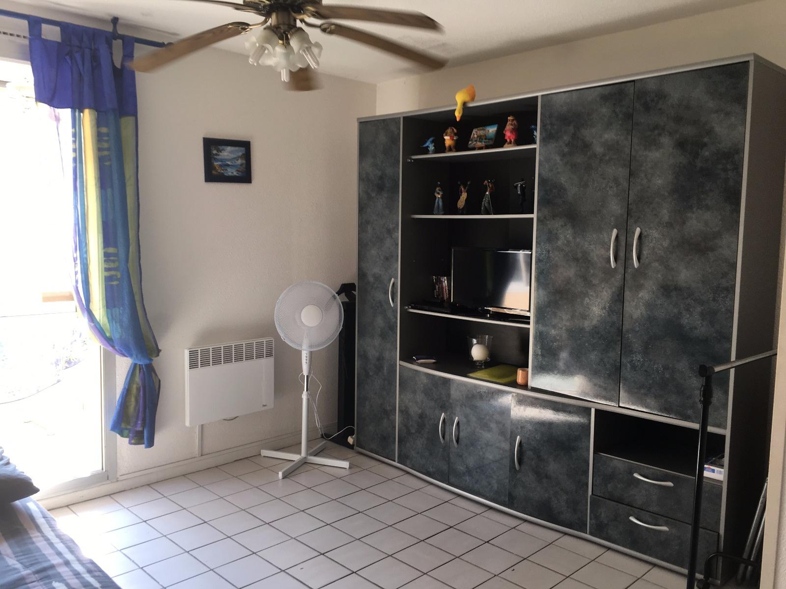 vente cap d 39 agde plage du mole joli studio cabine avec loggia vitr e. Black Bedroom Furniture Sets. Home Design Ideas
